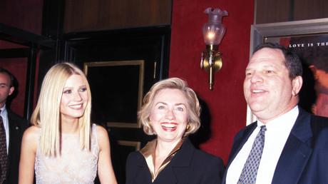 Filmproduzent Harvey Weinstein im Jahr 1998 mit Schauspielerin Gwyneth Paltrow und Hillary Clinton in New York.