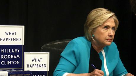 Hillary Clinton bei einer Präsentation ihre Buches