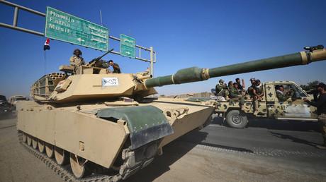 Irakische Panzer auf dem Weg ins kurdisch kontrollierte Kirkuk