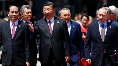 Auf dem Weg auf die Seidenstraße: Chinas Regierungschef Xi Jinping zusammen mit den anderen Teilnehmern am Belt and Road Forum in Peking, 15. Mai 2017.