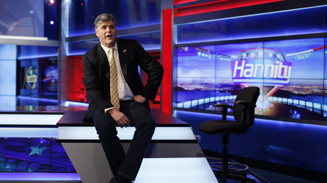 Sean Hannity posiert für Fotografen in seinem Fox-News-Studio in New York, USA, 28. Oktober 2014.