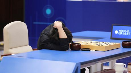 Schon die Vorgängerversion von Alpha Go Zero, Alpha Go, brachte Meisterspieler zur Verzweiflung. So wie hier den Chinesen Ke Jie.