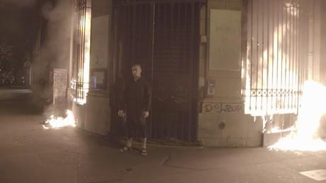 Erst brannte er in Russland durch, nun brannte eine Bank in Paris.