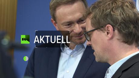 Christian Lindner mit seinem Verleger Tom Kraushaar bei der Buchvorstellung. (19. Oktober 2017)