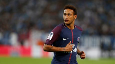 Der französische Top-Club PSG hatte in der gerade zu Ende gegangenen Transferperiode, trotz vergleichsweise geringen Einnahmen, groß eingekauft. Es kamen Neymar für rund 222 Millionen Euro und  und Kylian Mbappé, erst einmal auf Leihbasis, doch danach sind für ihn 180 Millionen Euro fällig.