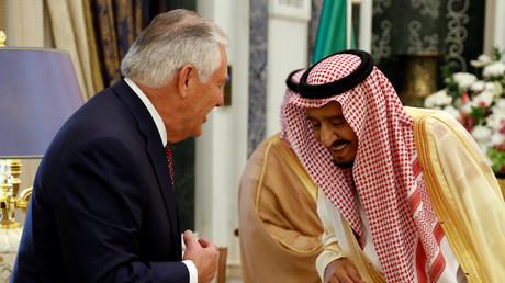 Rex Tillerson beim Treffen mit König Salman in Saudi-Arabien, Riad, 22. Oktober 2017.