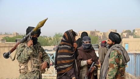 Taliban-Kämpfer nach einer Hinrichtung in der Provinz Ghazni, 18. April 2015