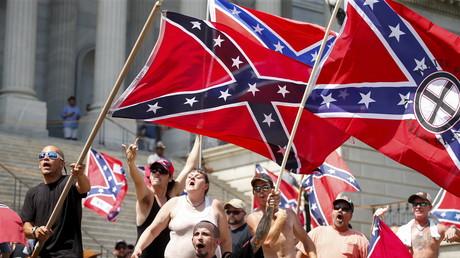 Halten sich für Vertreter einer Herrenrasse: Mitglieder des Ku-Klux-Klans während einer Kundgebung in Columbia, South Carolina.