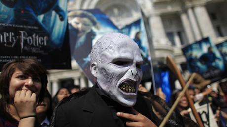 Als Voldemort verkleideter Mann bei der Premiere des Films