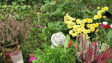 Die kleine Gedenkstätte die der Witwer der getöteten Kunsthistorikerin in unmittelbarer Nähe des Berliner Hardenbergplatzes anlegte
