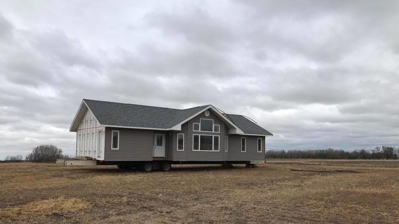 Unerwartete Ernte: Kanadier entdeckt fremdes Haus auf seinem Feld