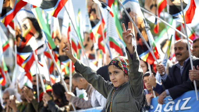 Kurden-Demo in Düsseldorf für die Freilassung von PKK-Führer Öcalan