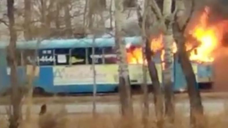 Heiße Fahrt: Brennende Straßenbahn erschreckt Einwohner von Chabarowsk