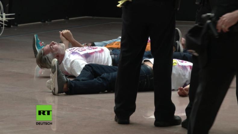 """""""Gays Against Guns"""" protestieren in Washington nach jüngsten Massenschießereien - mehrere Festnahmen"""