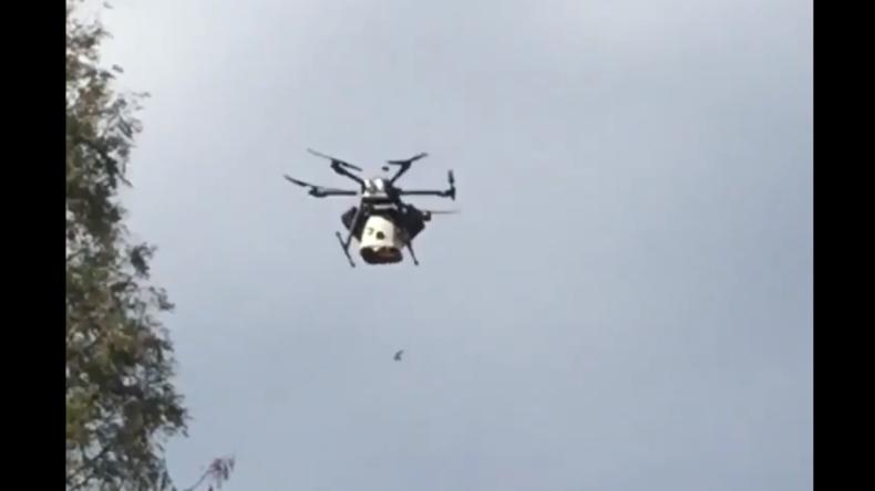 Bonbons verteilende Drohne stürzt in Menschenmenge: Sechs Menschen verletzt, darunter Kinder