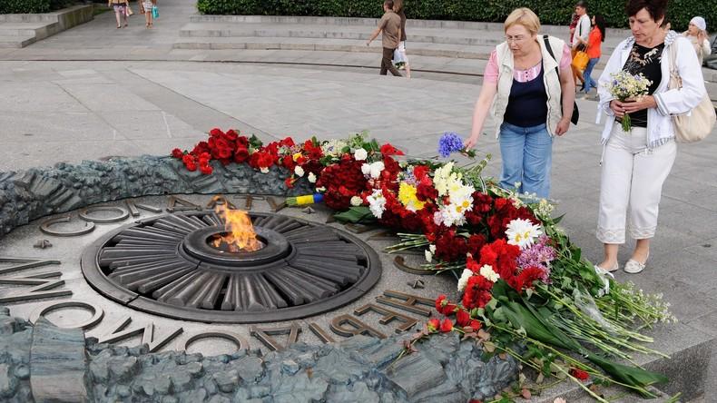 Denkmalschänder übergießen Ewige Flamme im Kiewer Gedenkpark mit Zement