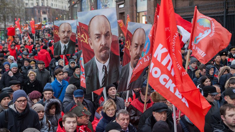 100 Jahre Oktoberrevolution: Kommunisten aus aller Welt demonstrieren in Moskau [Video]