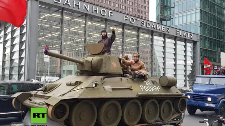 """Spontane """"Militärparade"""" in Berlin zum 100-jährigen Jubiläum der Oktoberrevolution"""