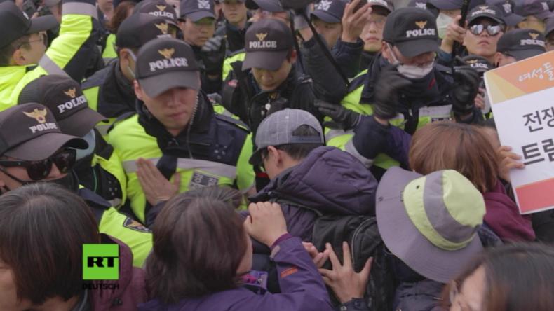 """Südkorea: """"Trump bedeutet Krieg"""" - 15.000 Polizisten schützen US-Präsidenten vor Protestlern"""