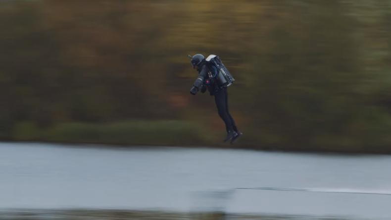 """Dem Himmel so nah: Brite im """"Iron Man""""-Anzug stellt Geschwindigkeitsrekord auf"""