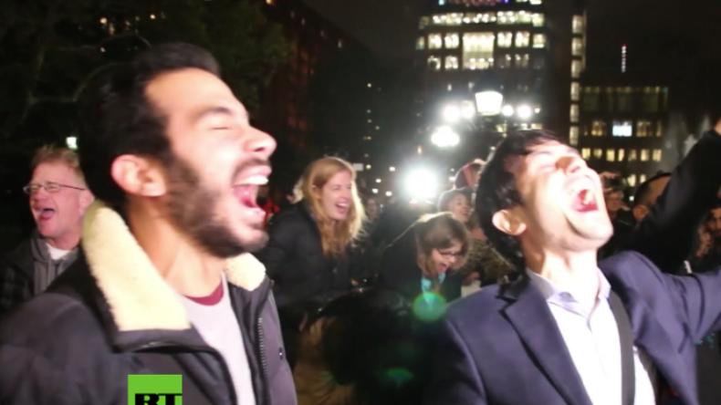 Verzweifelter Protest in New York: Trump-Gegner schreien gemeinsam in den Himmel