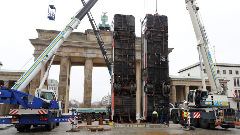Kunst gegen Krieg: Bus-Monument zieht aus Dresden vors Brandenburger Tor um