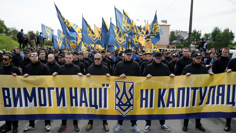 Deutsche Neonazis schließen sich als Söldner rechtsextremistischer Asow-Miliz in Ukraine an