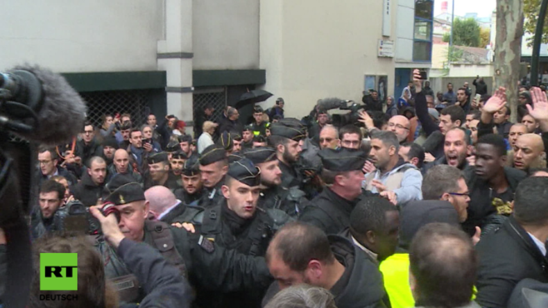 Zusammenstöße vor Paris: Protestler und Politiker wollen Muslime vom öffentlichen Beten abbringen