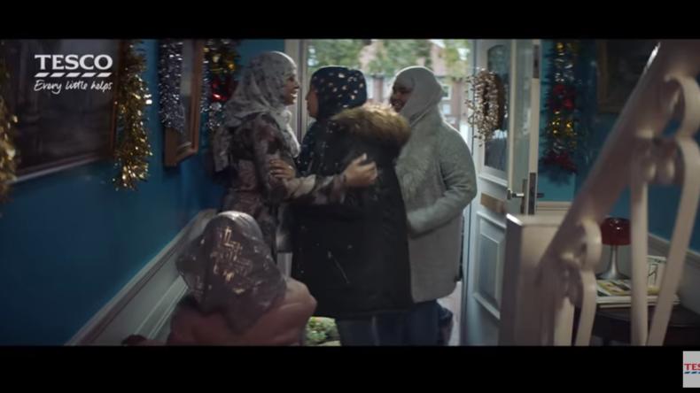 Supermarkt-Weihnachtsspot mit muslimischer Familie schürt Twitter-Wut und Boykott-Aufrufe