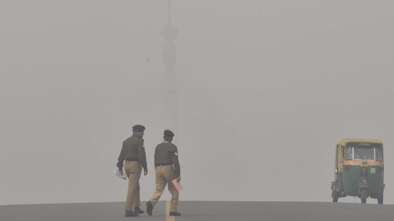Behörden wollten Hubschrauber gegen Smog in Delhi einsetzen – doch Smog hindert sie am Fliegen