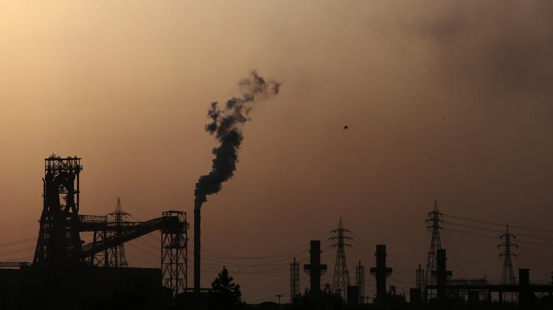 """""""Die purpurnen Flüsse"""": Industrielle Verschmutzung färbt Wasser in italienischer Stadt rot [FOTOS]"""