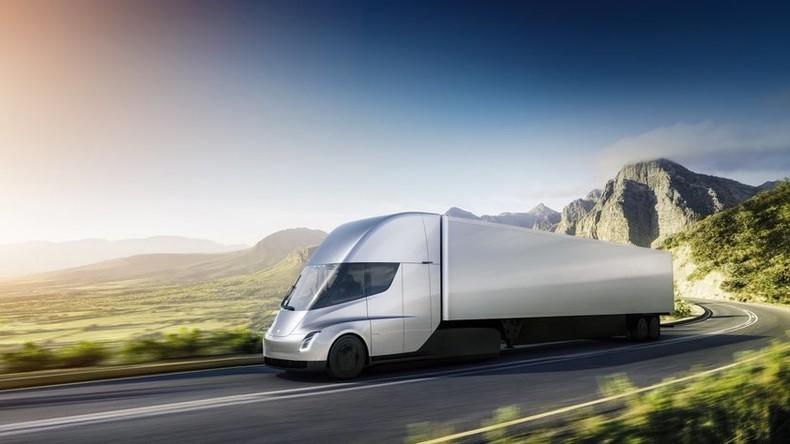 Tesla stellt E-Truck mit Autopilot und neuen Sportwagen vor