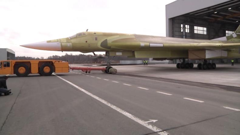 Russland enthüllt neuen strategischen Überschall-Bomber Tu-160M2