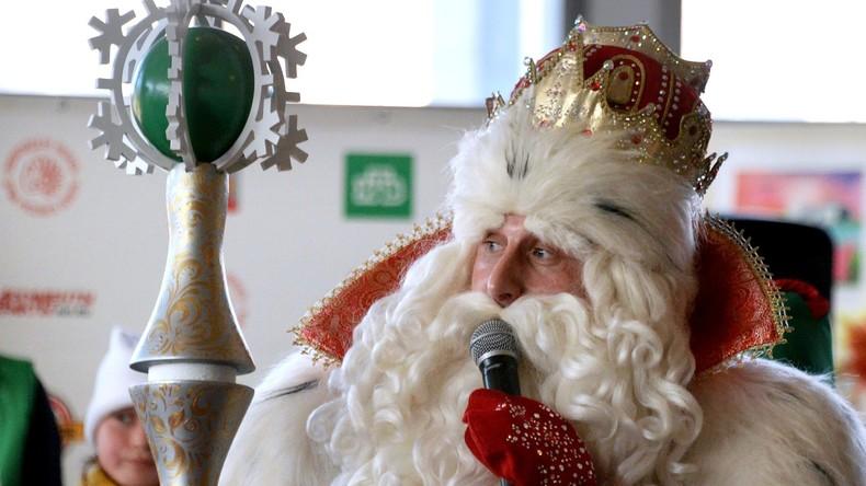 Deutscher Weihnachtsmann besucht russischen Väterchen Frost