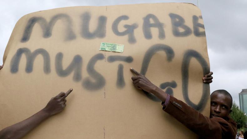 Simbabwes Regierungspartei setzt Präsident Mugabe als Parteichef ab und ruft ihn zum Rücktritt auf