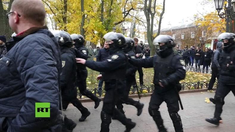Ukraine: Mindestens zwanzig Polizisten bei gewaltsamen Protesten in Odessa verletzt