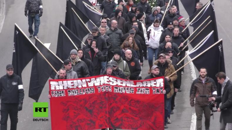 Rechte halten Trauermarsch für Opfer in Rheinwiesenlagern ab - Linke veranstalten Gegenprotest