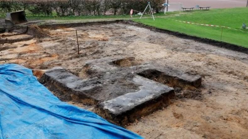 Drei Meter im Durchmesser: Riesen-Hakenkreuz auf Hamburger Sportplatz ausgegraben