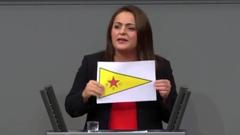 Linken-Abgeordnete Dagdelen erscheint mit verbotener Kurdenflagge im Bundestag