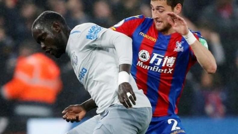 Erster Fußballspieler wegen Schwalbe während eines Spiels in England gesperrt