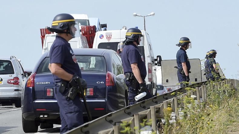 Französischer Polizeibeamter ohrfeigt Migranten und wird zu sechs Monaten Haft verurteilt