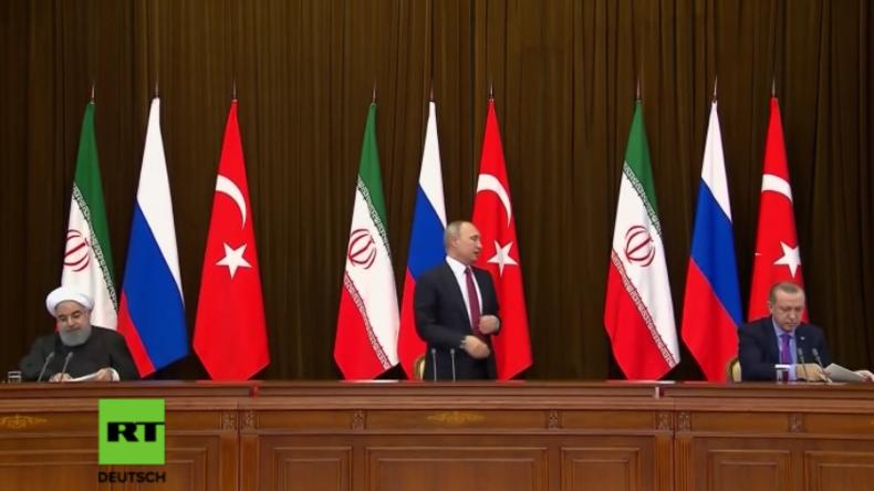 Fauxpas nach Pressekonferenz in Sotschi: Putin stößt Erdogans Stuhl um