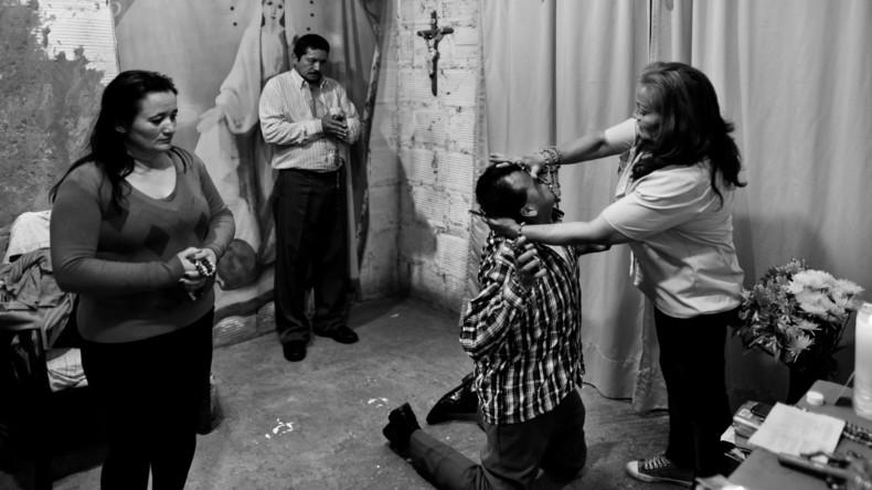 Irischer Priester: Katholische Kirche sollte Geistliche für Exorzismus-Rituale ausbilden