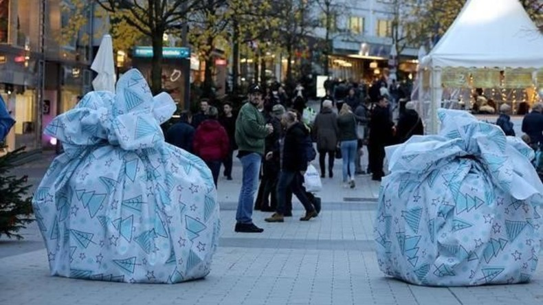 Weihnachtsstimmung über alles: Bochum lässt Terrorsperren mit Geschenkpapier festlich wirken