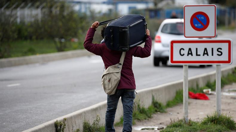 Französische Gendarmen schießen auf Wagen mit illegalen Migranten in Calais