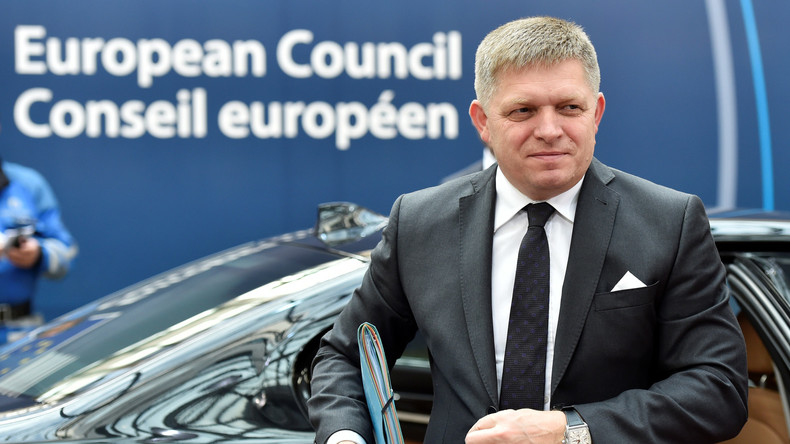 Slowakischer Regierungschef Robert Fico schiebt Nachtschicht in Fabrik