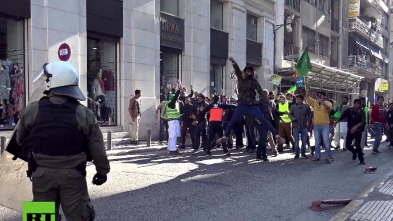 Athen: Fußballfans attackieren Muslime, die Mohammeds Geburtstag feiern