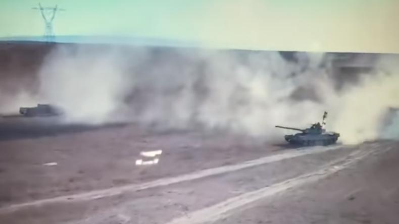 Irak: Drohne filmt explosives Duell zwischen einem irakischen Panzer und einem Dschihad-Mobil