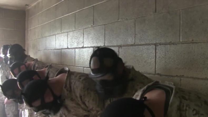 Training für den Ernstfall: Angehende Marine-Soldaten müssen in Kammer voller CS-Gas ausharren