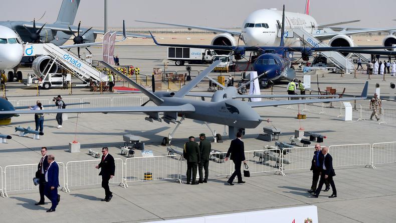 """Сhinesische Luftwaffe präsentiert Drohnenbrigade während """"Kriegsmanövers"""" in Xinjiang"""